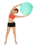 Aerobicmädchen mit Turnhallenball Stockfotos