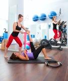 Aerobics pilates Gymnastikfrauen Gruppe und crosstrainer Stockfotos