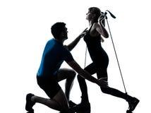 aerobics som övar den mogna kvinnan för intstructor Arkivbilder