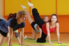 Aerobicsfrauenlächeln Stockfotos