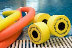 aerobicsutrustningvatten Arkivbild