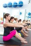 Aerobisk grupp för Pilates personlig instruktörgrupp Fotografering för Bildbyråer