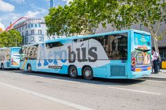 "Aerobus在巴塞罗那 对Barcelonaâ€的公共汽车""El Prat机场 图库摄影"