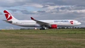 Aerobus A330-323X Czech Airlines ÄŒSA w Praga Zdjęcia Stock