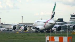 Aerobus A380 A6-EOO taxiing po właśnie przyjeżdżający zdjęcie wideo