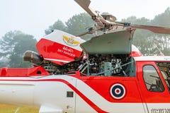 Aerobus Eurocopter AS350 helikopter z parowozowym cowling otwartym dla lota czeka pre zdjęcia royalty free