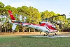Aerobus Eurocopter AS350 helikopteru park na lądowisku fotografia royalty free