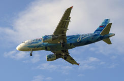 Aerobus A319-111 linia lotnicza Rosja w kolorze futbolu klub Zenit na półdupkach (VQ-BAS) Obraz Stock