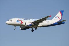 Aerobus A329 linii lotniczej Ural linie lotnicze w locie (VP-BTE) Fotografia Royalty Free