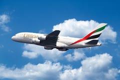 Aerobus A380 na niebie obrazy stock