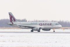 Aerobus a320 Qatar dróg oddechowych linie lotnicze, lotniskowy Pulkovo, Rosja, Petersburg Luty 04 2018 Zdjęcie Stock