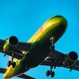 Aerobus A319-100 S7 Airlines przy zmierzchem Zdjęcia Stock