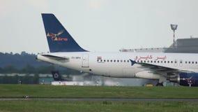 Aerobus A320 taxiing po przyjeżdżający Air Cairo zdjęcie wideo