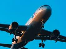 Aerobus A320-100 Ural Airlines przy zmierzchem Zdjęcie Stock