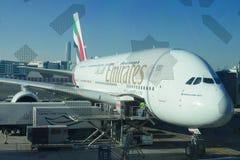 Aerobus A380 w Dubaj lotnisku przed zdejmować zdjęcia royalty free