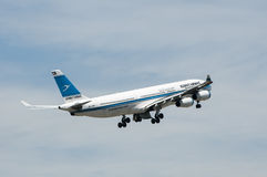 Aerobus A340 Zdejmował Zdjęcie Royalty Free