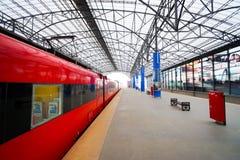 Aeroexpress红色火车在谢列梅机场 免版税库存图片
