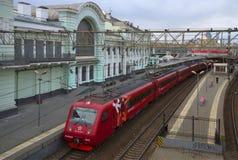 Aeroexpress auf dem Bahnhof Belorussky, Moskau, Russland Stockbilder