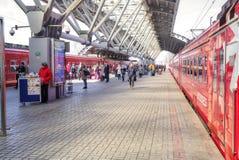 Aeroexpress est à l'aéroport de Domodedovo de gare ferroviaire Images stock