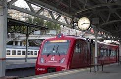 Aeroexpress-Zug am Bahnhof Belorussky Moskau, Russland Lizenzfreies Stockfoto