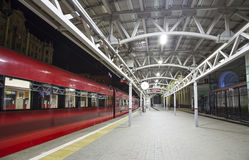 Aeroexpress-Zug am Bahnhof Belorussky Moskau, Russland Lizenzfreie Stockfotografie