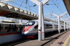 Aeroexpress-Zug Sapsan an der Leningrad-Station Moskau, Russland Lizenzfreie Stockfotografie