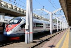 Aeroexpress-Zug Sapsan an der Leningrad-Station Moskau, Russland Stockbild