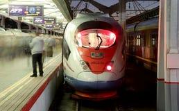 Aeroexpress-Zug Sapsan an der Leningrad-Station (Nacht) Moskau, Russland Stockbilder