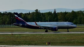 Aeroflot acepilla el carreteo en la pista, Francfort, FRA