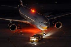 Aeroflot Airbus A330, der an internationalem Flughafen Sheremetyevo steht Lizenzfreie Stockfotografie