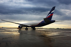 Aeroflot Boeing 777-300 VQ-BQE se tenant à l'aéroport international de Sheremetyevo Photo stock