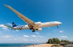 Aeroflot-Fluglinienflugzeuglandung an Phuket-Flughafen Lizenzfreie Stockfotos