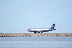 Aeroflot-Flugzeug an Nett-Taubenschlag Azur-Flughafen Stockfotografie