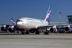 Aeroflot IIlyushin IL-96-300 RA-96008 an internationalem Flughafen Sheremetyevo Lizenzfreie Stockfotografie