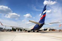 Aeroflot Ilyushin IL-96-300 RA-96007 se tenant à l'aéroport international de Sheremetyevo Image libre de droits