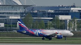 Aeroflot Rosyjskich linii lotniczych dżetowy taxiing w Monachium liniach lotniczych, wiosna
