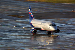 Aeroflot Sukhoi Superjet-100 RA-89003 se tenant chez Sheremetyevo i Images libres de droits
