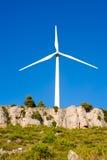 Aerogeneratorwindmühle im felsigen Berg Lizenzfreie Stockbilder