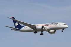 Aeromexico在纽约天空的波音787 Dreamliner在登陆在JFK机场前 图库摄影