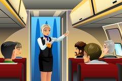Aeromoço que faz a demonstração da segurança Imagem de Stock