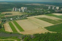 Aerophoto. Kleine Stadt vom Himmel Stockfotografie