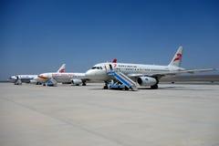 Aeroplae dans l'aéroport de Turpan Images stock