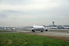 Aeroplae am Flughafen Lizenzfreie Stockfotos