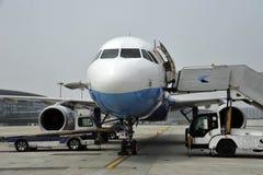 Aeroplae am Flughafen Lizenzfreies Stockbild