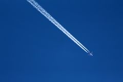 Aeroplane Jet Stream and Plane Royalty Free Stock Photos
