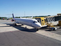 Aeroplani all'aeroporto   Immagine Stock Libera da Diritti