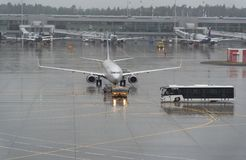 Aeroplani all'aeroporto internazionale di Sheremetyevo, Mosca Fotografia Stock