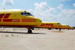 Aeroplani del DHL immagini stock
