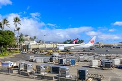 Aeroplani del getto di Hawaiian Airlines e di Japan Airlines all'aeroporto internazionale di Honolulu fotografie stock