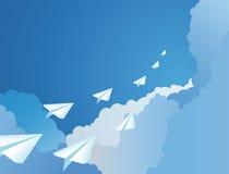 Aeroplani di carta in un cielo illustrazione di stock